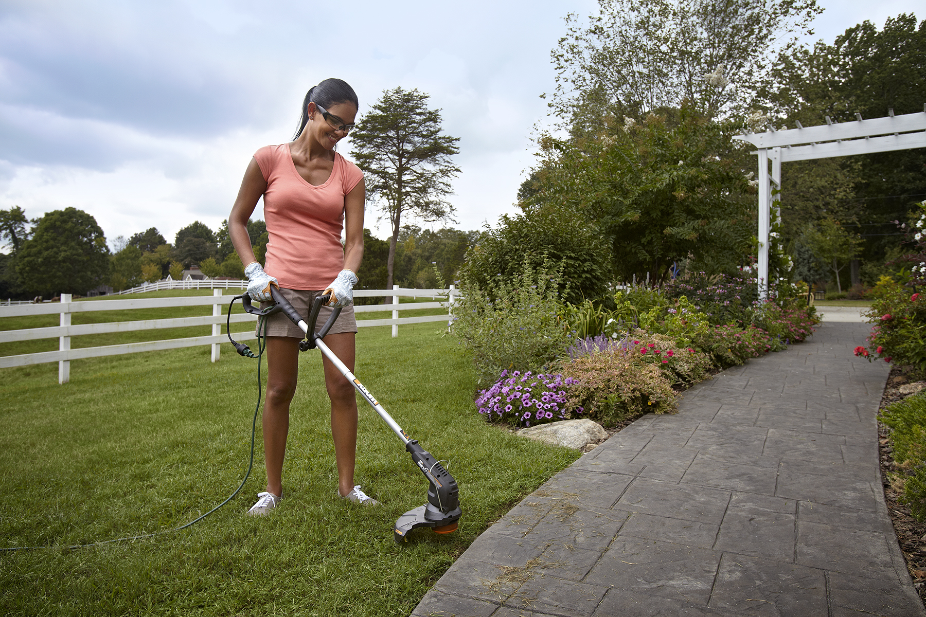 WORX Grass Trimmer WG116_Trimming